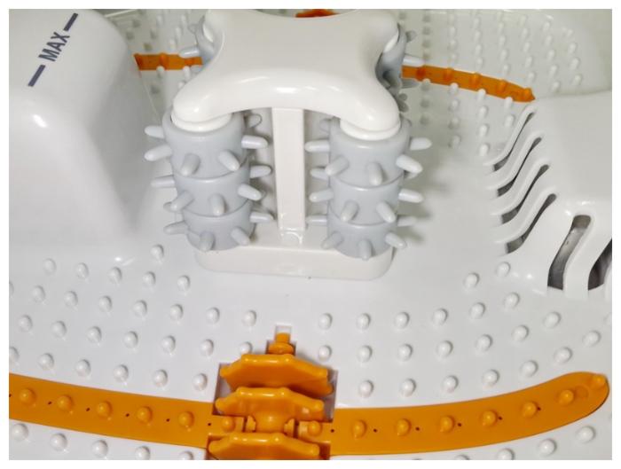 Medisana FS 885 - особенности конструкции: дисплей, защитная крышка, массажные ролики